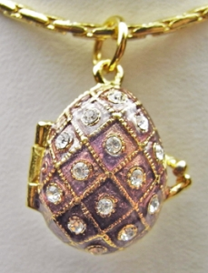Diamond Pattern Egg Pendant / Locket, Bronze