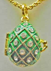 Diamond Pattern Egg Pendant / Locket, Green
